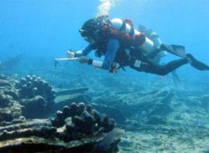 arqueologo_submarinista_explora_restos_galeon_espanol_naufrago_1631
