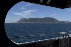 778648426-barco-armada-britanica-expulsa-patrullera-espanola-gibraltar