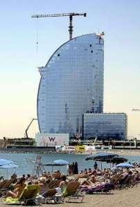 El hotel Vela de Barcelona. Foto : EFE