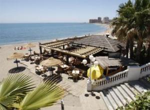 Chiringuito en una playa de Benalmádena (Málaga) ayer.- JULIÁN ROJAS