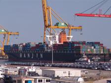 """El portacontenedores """"Hanjin Helsinki"""", de bandera alemana, atracado en Marítima Valenciana el pasado fin de semana"""