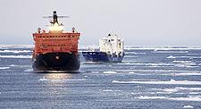 Los dos buques de la naviera Beluga Shipping, en su recorrido por el Ártico ruso, prácticamente sin hielo. Foto: AP / BELUGA SHIPPING