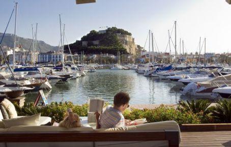 El puerto deportivo de Dénia, en Alicante. / NATXO FRANCÉS