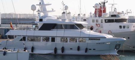 El yate de la APV «Valencia Port», amarrado en la dársena.  Levante-EMV