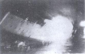 el Baleares se va a pique. Foto tomada desde uno de los destructores británicos.Desde http://www.menudaeslahistoria.com