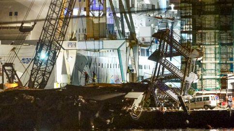 Le port de Gênes, mardi soir, après la collision d'un porte-conteneurs avec la tour de contrôle. Crédits photo : Francesco Pecoraro/AP
