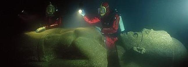 Una de las estatuas sumergidas de Thonis. / Franckgoddio.org