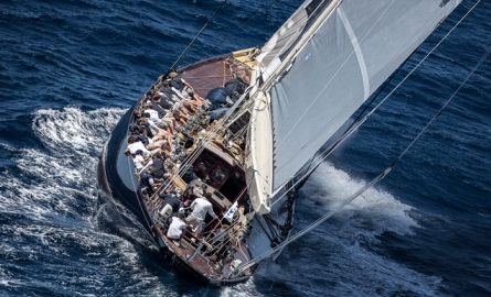 El Velsheda, este miércoles navegando en aguas de Palma. | Nico Martínez | MartinezStudio