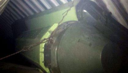 Imagen del armamento que lleva el barco retenido. / EFE