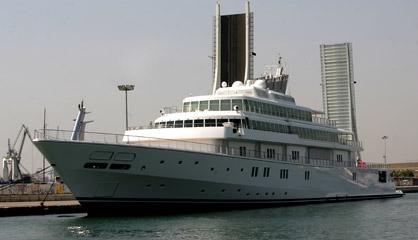 Yate atracado en el puerto de Valencia en 2005. / S. CARREGUÍ
