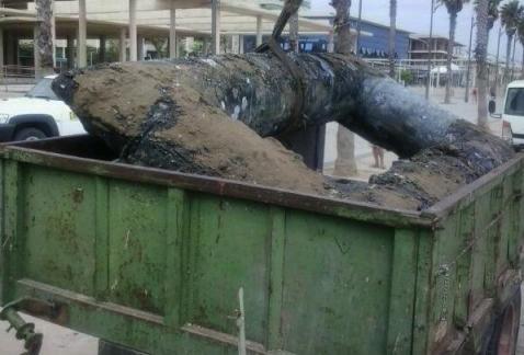 El armazón de hormigón fue extraído con una excavadora anfibia. A. A.