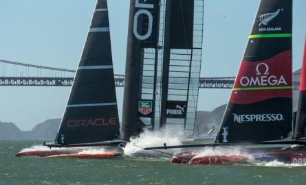 Los AC72 de Team New Zealand y Oracle Team USA, este martes. | Gilles Martin-Raget