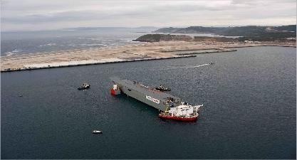 El Blue Marlin sumergido en Punta Langosteira en A Coruña. Levante-EMV