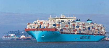 Buque llegando al puerto de Felixstowe en Reino Unido.
