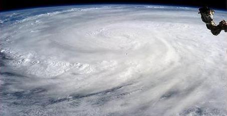 Imagen del tifón desde el espacio. / Twitter