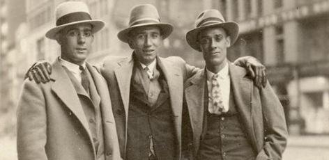 Los tres valencianos que resistieron en Nueva York: el del centro es Josep Giner Guerri, de Murla, que montó un negocio de jardinería con quien está a su derecha, Vicent, de Piles. Esther Albert/Info TV