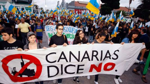 Protesta-Canarias-Petroleo-Repsol-dice-No-Soria_EDIIMA20140117_0747_13