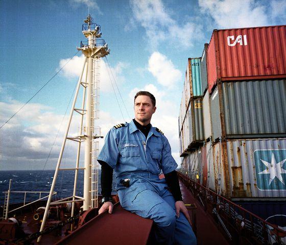 Jens Boysen, primer oficial del 'Mary Maersk' durante el reportaje. / SAMUEL ARANDA