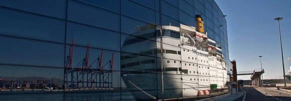 Cinco cruceros coinciden en el Puerto de Málaga. (Efe)