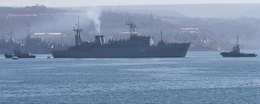 Vista del barco 'Slavutych' en la base Black Sea Fleet enn Sebastopol, Crimea. / Efe