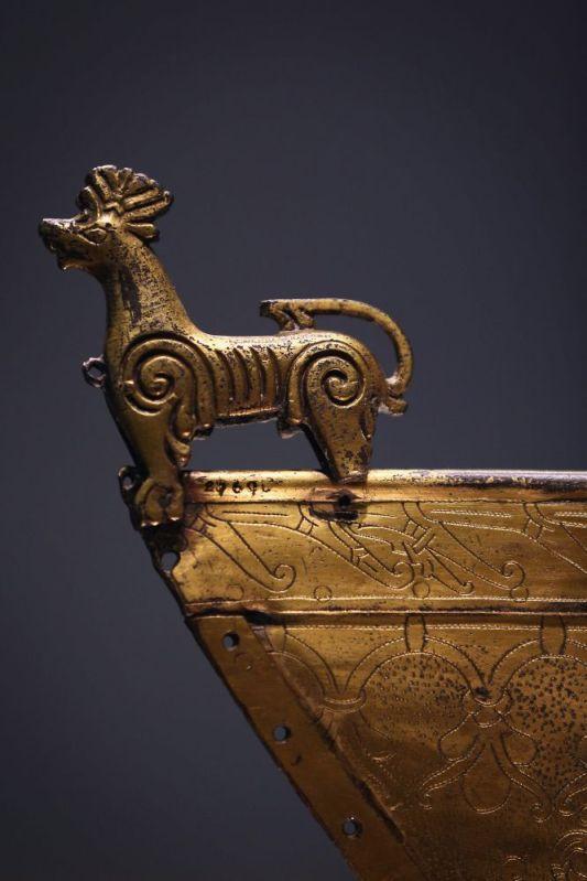 Esta veleta dorada es una de las obras que se exhiben en la exposición 'Vikings, Life and Legend' ('Vikingos, vida y leyenda'), organizada por el British Museum y abierta al público hasta el 4 de marzo. El museo no había acogido una muestra sobre este pueblo en los últimos 30 años, y muchos de los objetos que oncluye no se habían visto nunca en el Reino Unido hasta ahora. Dan Kitwood (Getty Images)