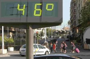 Termómetro callejero en Sevilla.