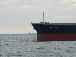 Bulkcarrier King Sale de Panama levando ancla. Foto de http://bermaxofotos.blogspot.com.es