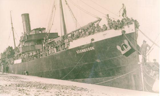 El buque Stanbrook, fondeado en el puerto de Orán en 1939. / Legado Rodolfo Llopis. Fundación Caja Mediterráneo