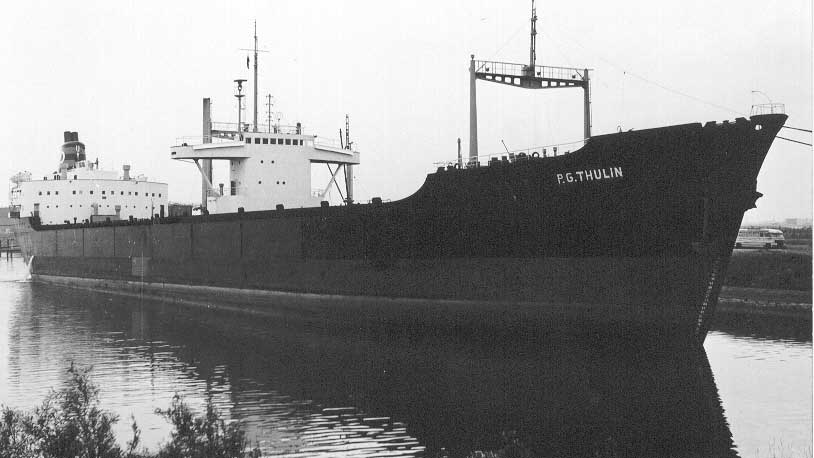 Vista general del buque salvador,  P.G. THULIN Foto procedente de  http://home.tiscali.nl/gerardnijmeijer/Incident%20in%20de%20Caribieen..htm