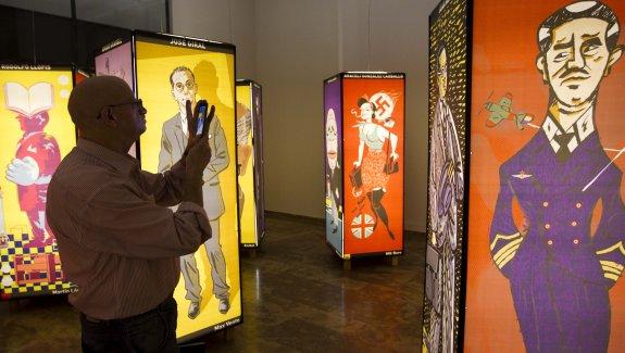 Represaliados españoles vistos por los ilustradores valencianos, ayer, en La Nau. :: damián torres