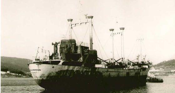 Estado del buque después del ataque. / oficema