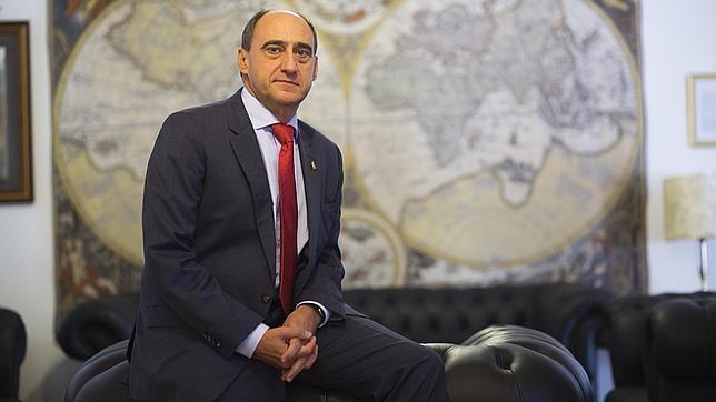 ángel navarrete El presidente de la Real Liga Naval, Juan Díaz Cano, en la sede de la organización en Madrid