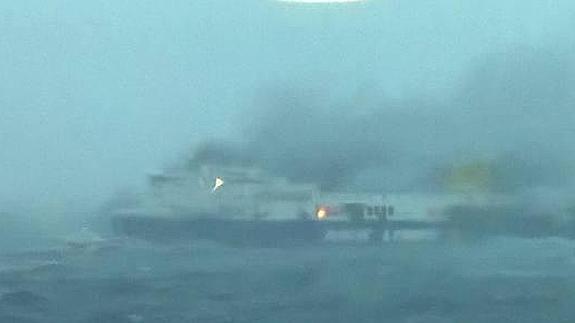 Imagen del ferry 'Norman Atlantic' tras el incendio. / La Repubblica