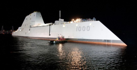 Destructor USS Zumwalt atracado. Foto Wikimedia Commons