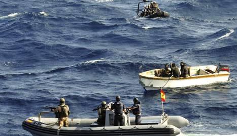 Militares del buque 'Patiño' apresan a los piratas somalíes. MINISTERIO DE DEFENSA