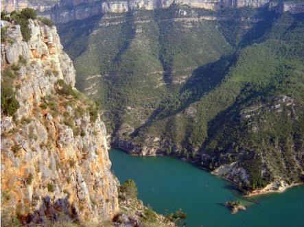 Acantilados formados por el Río Júcar. Fuente: valledeayoracofrentes.com