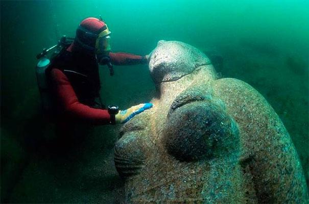 …esta estatua de un faraón es enorme!