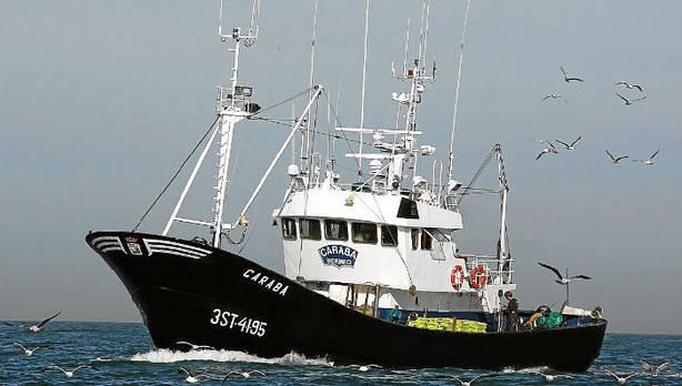 Una veintena de embarcaciones zarparán mañana en busca de cardúmenes de bonito. (R. Basaldua)