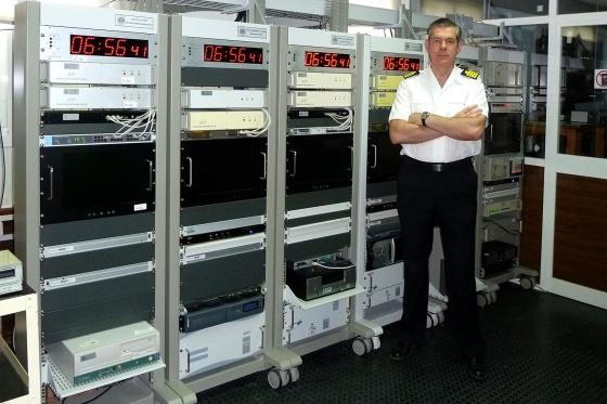 El capitán de navío Francisco Javier Galindo, en su laboratorio. / ROA