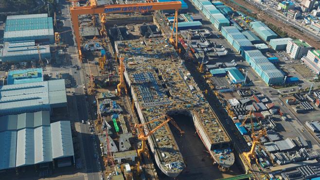 Construcción del buque en DSME.