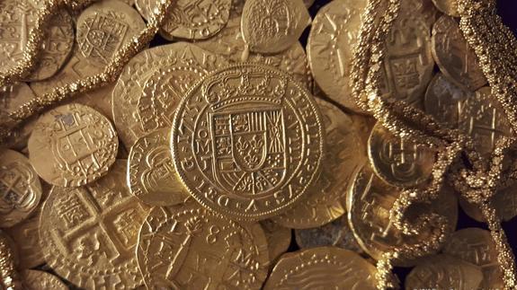 Monedas de oro halladas en los restos del barco español. / Reuters