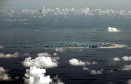 Un arrecife en las islas Spratly fotografiado el pasado 11 de mayo. / Ritchie B. Tongo (AP)