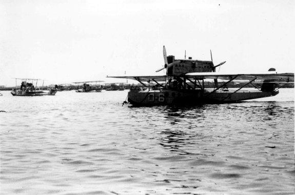 Valencia, septiembre de 1936. Guerra Civil Española. Hidroaviones amarrados en el puerto de Valencia, antes de partir hacia Ibiza para bombardear a las tropas nacionales