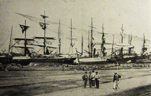 Veleros en el puerto de Valencia, a finales del siglo XIX. :: lp